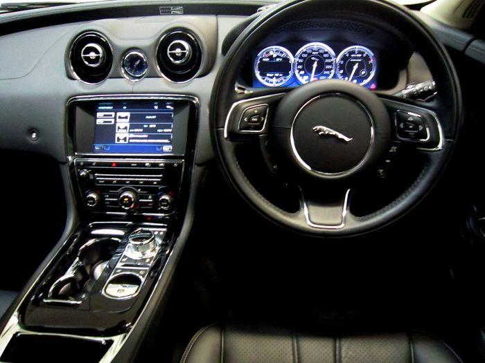 1280px-2011_Jaguar_XJ_Supersport_-_Flickr_-_NRMA_New_Cars_(8)